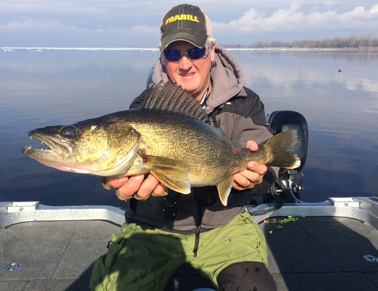 spring walleye fishing with guide green bay